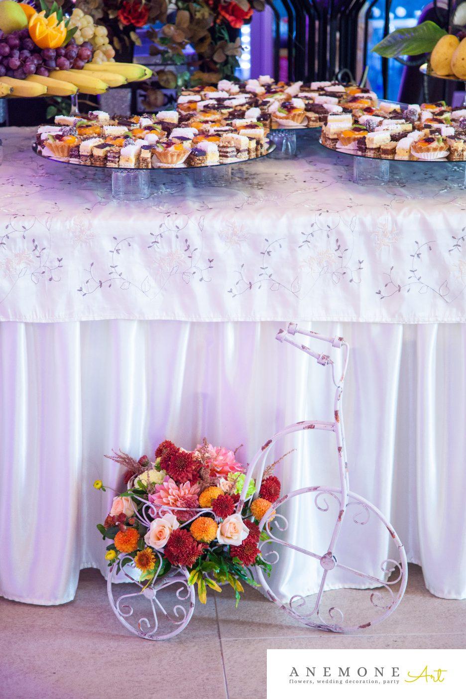 Poza, foto cu Flori de nunta bicicleta, caramiziu, decor sala in Arad, Timisoara, Oradea (wedding flowers, bouquets) nunta Arad, Timisoara, Oradea