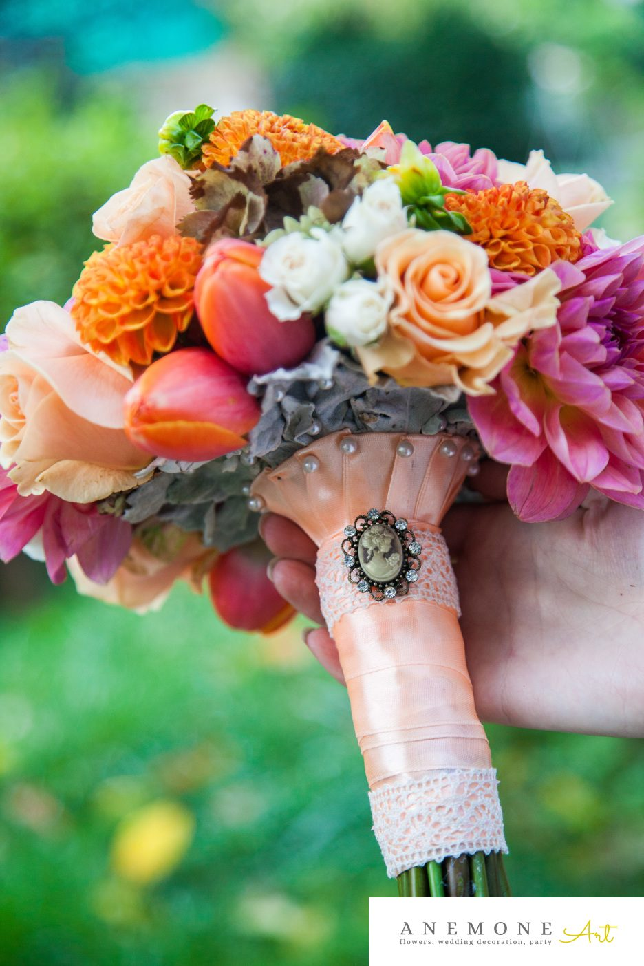 Poza, foto cu Flori de nunta buchet mireasa, caramiziu, maner buchet, piersica, portocaliu, rotund, roz in Arad, Timisoara, Oradea (wedding flowers, bouquets) nunta Arad, Timisoara, Oradea