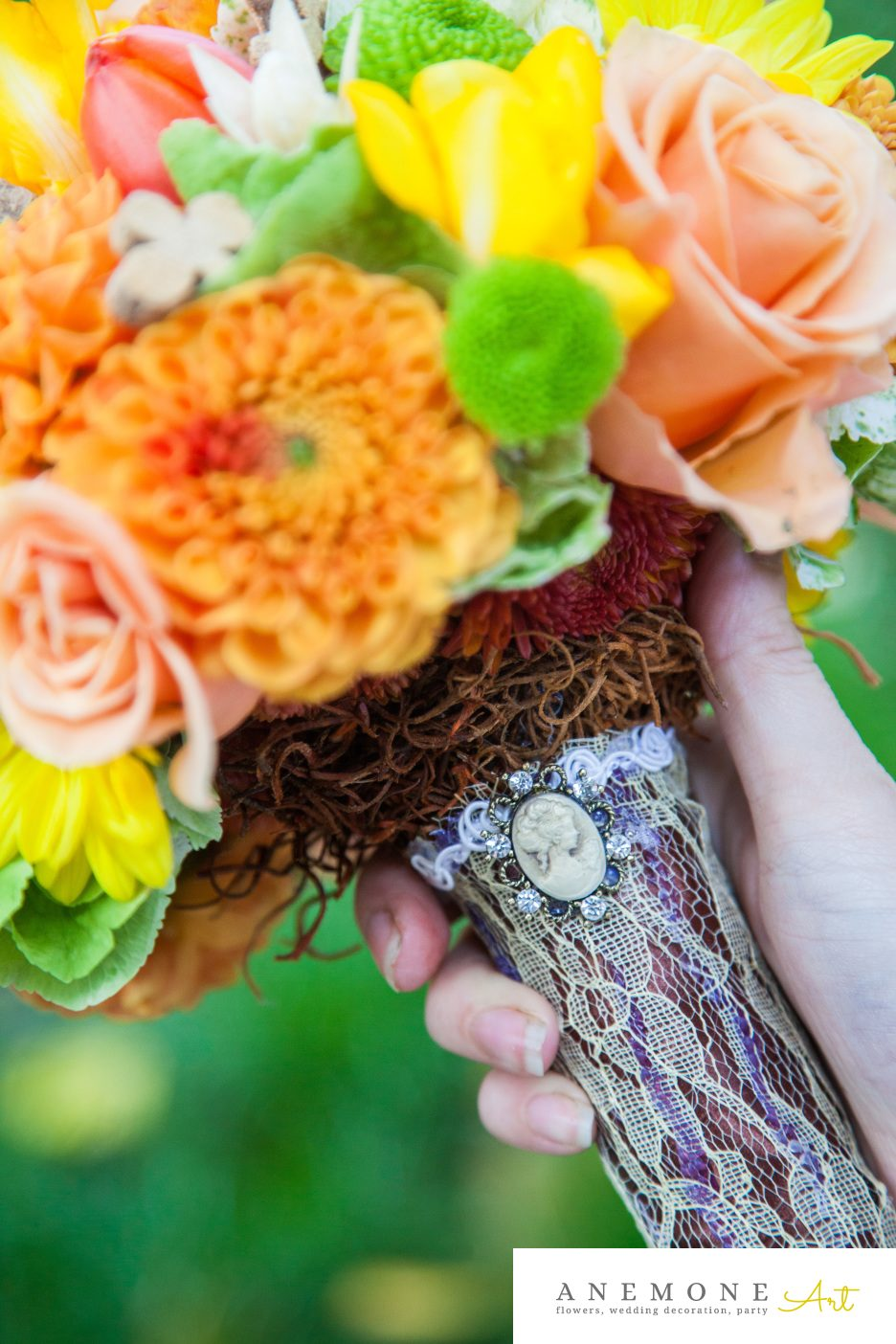 Poza, foto cu Flori de nunta buchet mireasa, galben, maner buchet, maro, portocaliu in Arad, Timisoara, Oradea (wedding flowers, bouquets) nunta Arad, Timisoara, Oradea