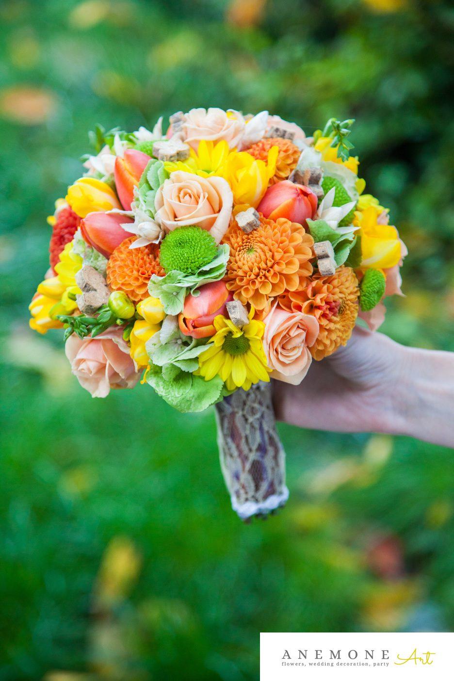 Poza, foto cu Flori de nunta buchet mireasa, caramiziu, dalia, galben, lalele, piersica, portocaliu, rotund in Arad, Timisoara, Oradea (wedding flowers, bouquets) nunta Arad, Timisoara, Oradea