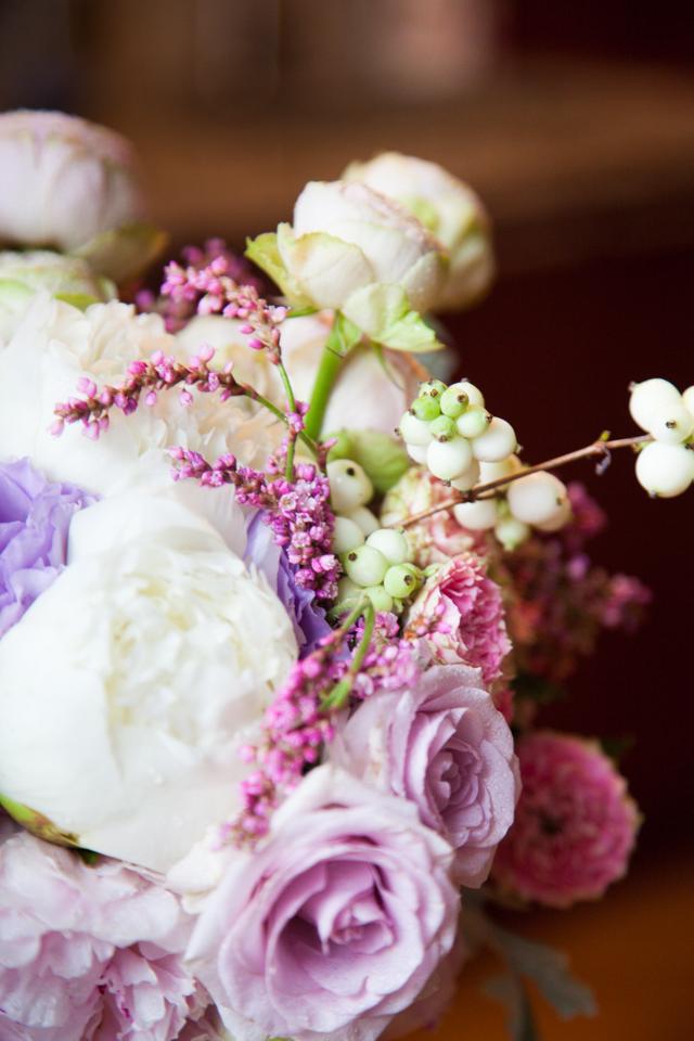 Poza, foto cu Flori de nunta buchet mireasa, bujori, curgator, detaliu, roz, trandafiri, trandafiri englezesti, verde mint in Arad, Timisoara, Oradea (wedding flowers, bouquets) nunta Arad, Timisoara, Oradea
