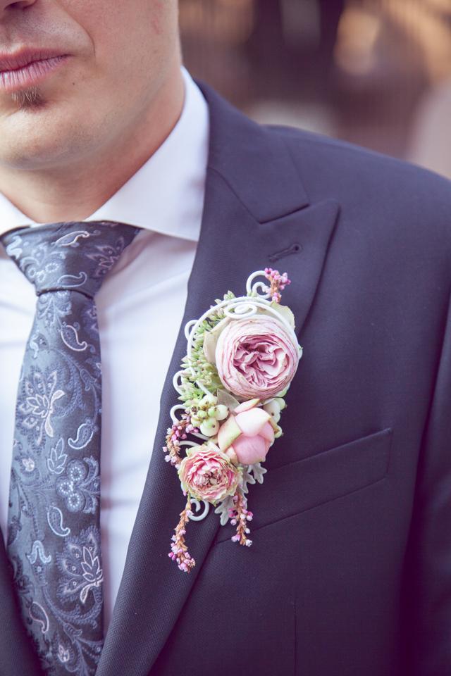 Poza, foto cu Flori de nunta butoniera, cocarda, mini-rosa, mire, roz, trandafiri englezesti in Arad, Timisoara, Oradea (wedding flowers, bouquets) nunta Arad, Timisoara, Oradea