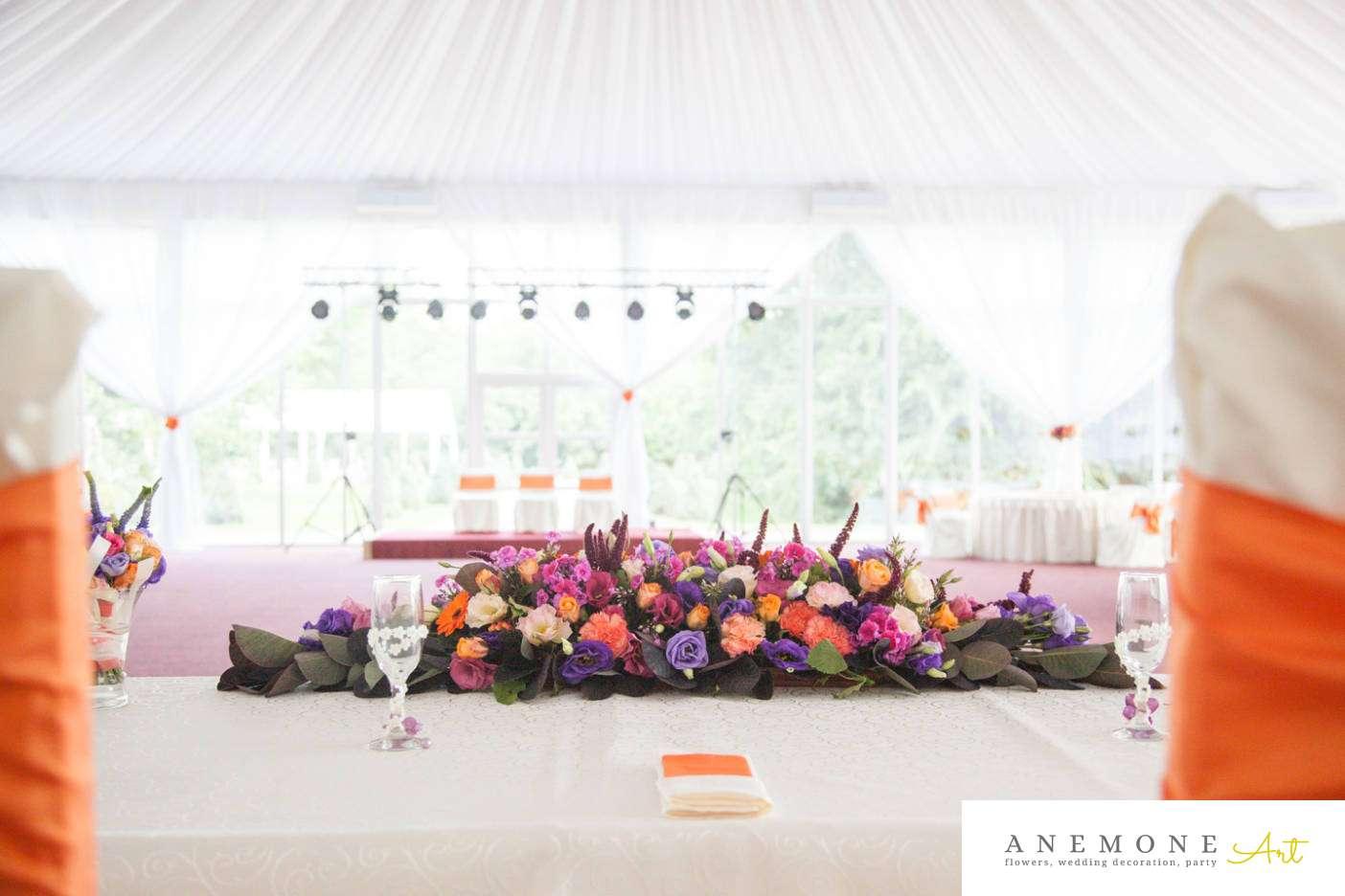 Poza, foto cu Flori de nunta mov, portocaliu, prezidiu in Arad, Timisoara, Oradea (wedding flowers, bouquets) nunta Arad, Timisoara, Oradea