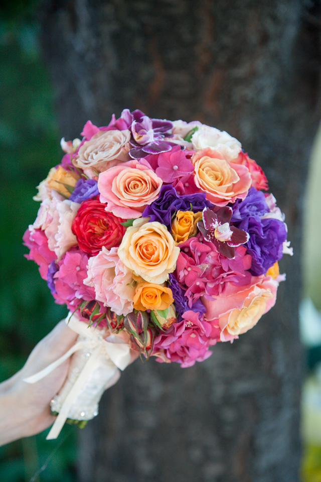 Poza, foto cu Flori de nunta buchet mireasa, glob, hortensia, multicolor, trandafiri in Arad, Timisoara, Oradea (wedding flowers, bouquets) nunta Arad, Timisoara, Oradea