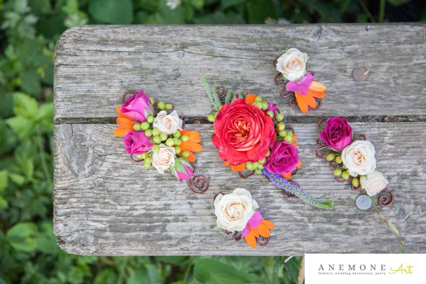 Poza, foto cu Flori de nunta butoniera, cocarda, mini-rosa, mire, mov in Arad, Timisoara, Oradea (wedding flowers, bouquets) nunta Arad, Timisoara, Oradea