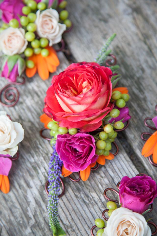 Poza, foto cu Flori de nunta butoniera, cocarda, mini-rosa, mov in Arad, Timisoara, Oradea (wedding flowers, bouquets) nunta Arad, Timisoara, Oradea