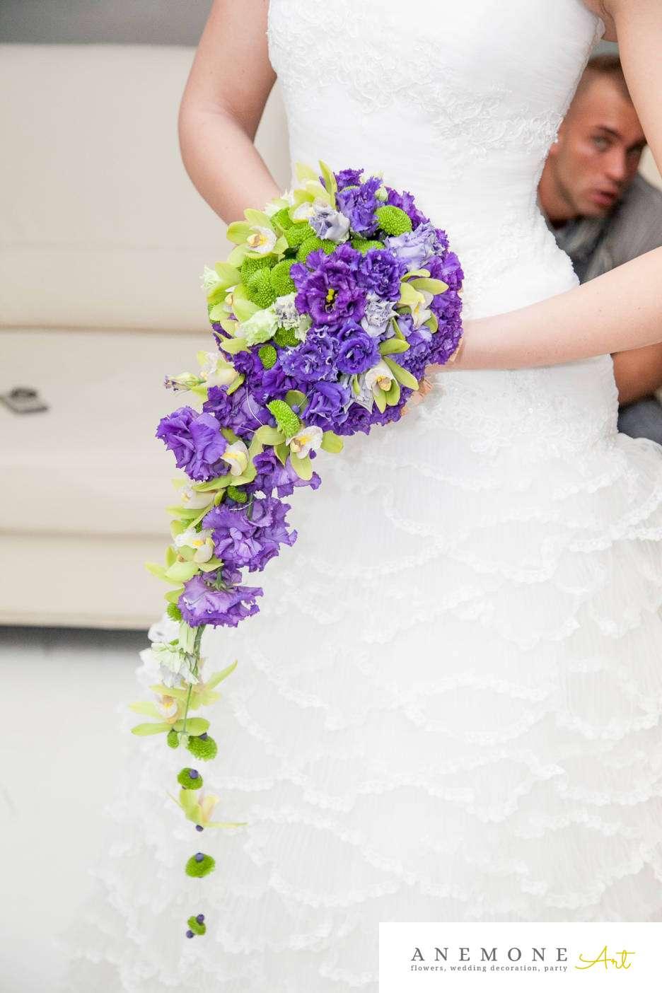 Poza, foto cu Flori de nunta buchet mireasa, curgator, cymbidium, lisianthus, mov, orhidee, santini, verde in Arad, Timisoara, Oradea (wedding flowers, bouquets) nunta Arad, Timisoara, Oradea