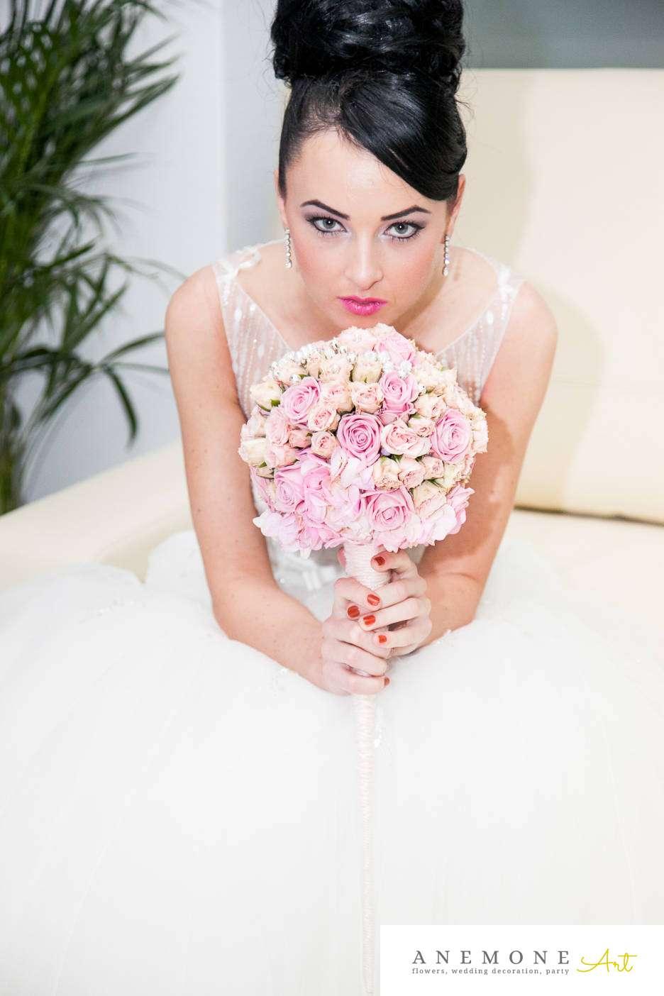 Poza, foto cu Flori de nunta buchet mireasa, glob, mini-rosa, roz in Arad, Timisoara, Oradea (wedding flowers, bouquets) nunta Arad, Timisoara, Oradea