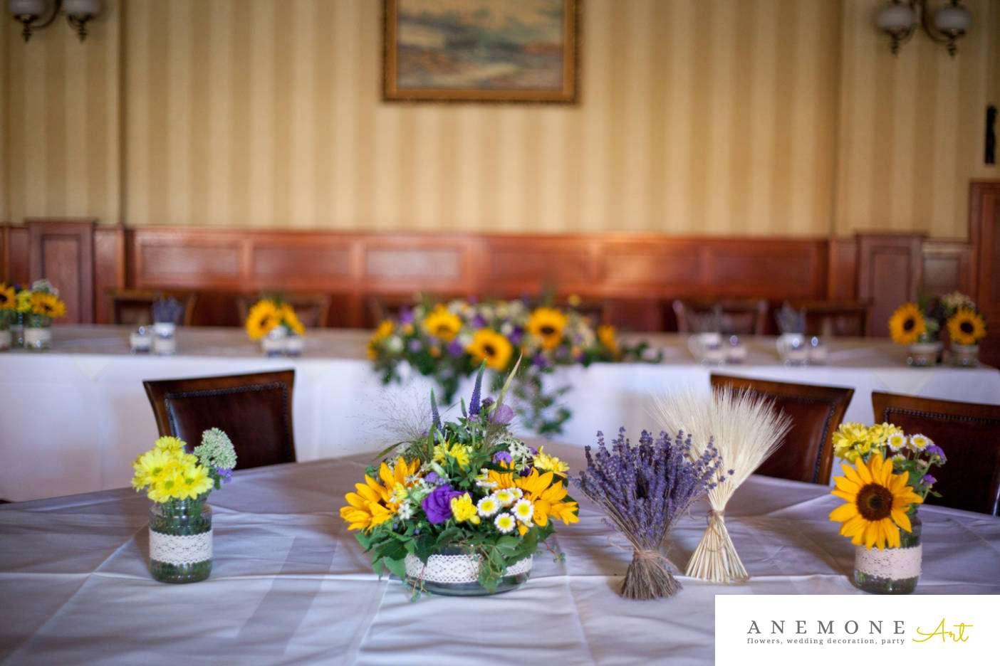 Poza, foto cu Flori de nunta decor masa, floarea soarelui, hotel coandi, lavanda in Arad, Timisoara, Oradea (wedding flowers, bouquets) nunta Arad, Timisoara, Oradea