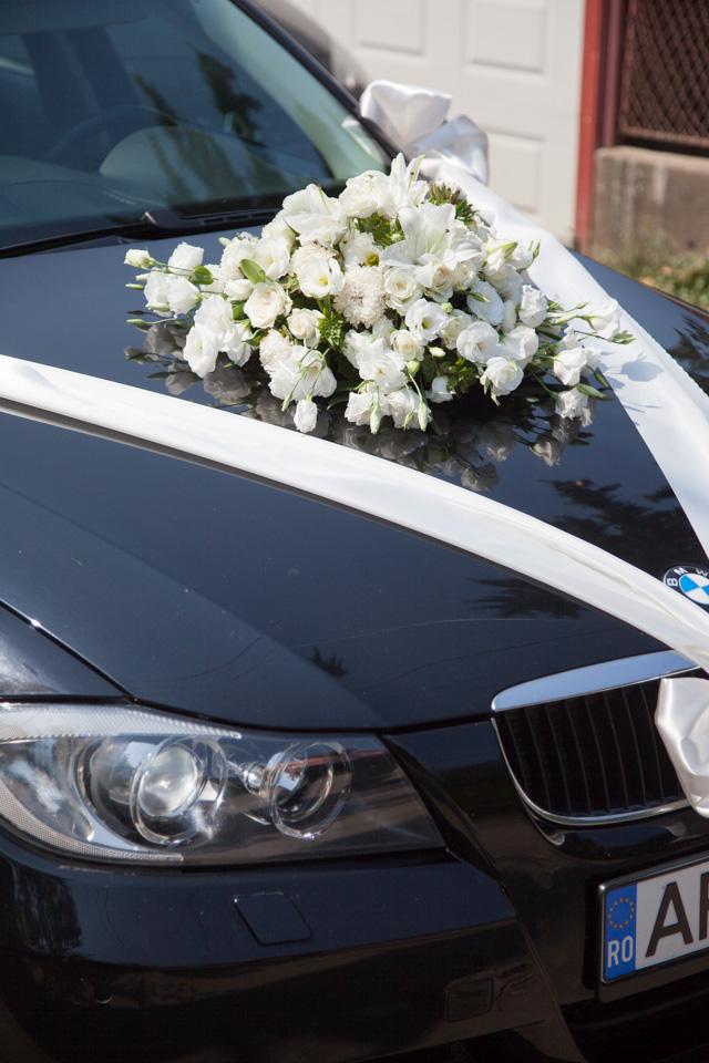 Poza, foto cu Flori de nunta alb, decor masina, rotund in Arad, Timisoara, Oradea (wedding flowers, bouquets) nunta Arad, Timisoara, Oradea