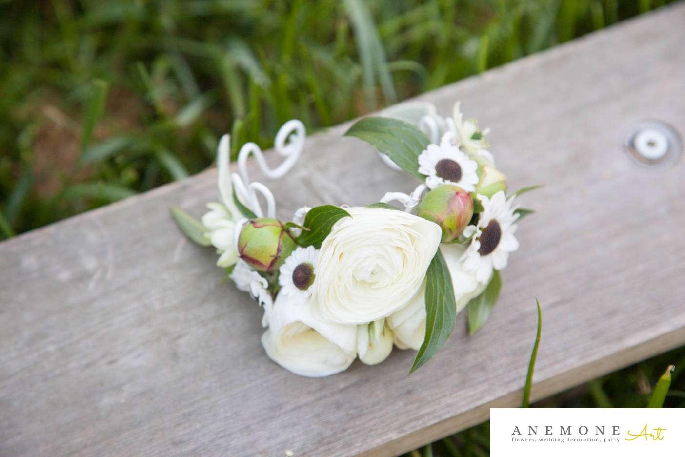 Poza, foto cu Flori de nunta alb, bratara, bujori, frezii, santini in Arad, Timisoara, Oradea (wedding flowers, bouquets) nunta Arad, Timisoara, Oradea