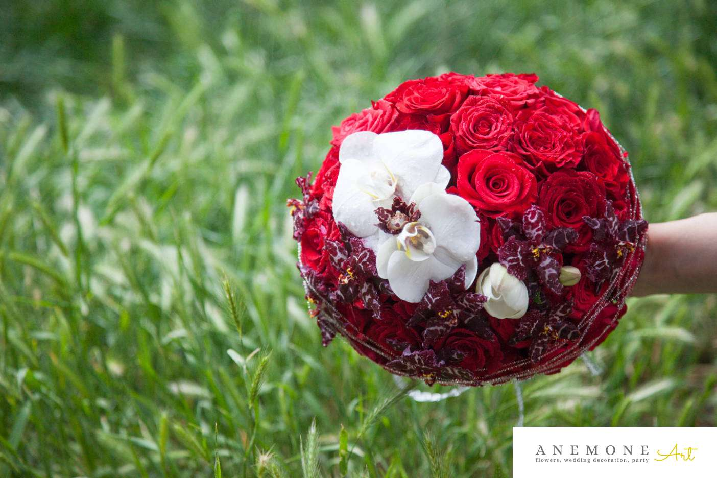 Poza, foto cu Flori de nunta buchet mireasa, orhidee, rosu, rotund, trandafiri, visiniu in Arad, Timisoara, Oradea (wedding flowers, bouquets) nunta Arad, Timisoara, Oradea
