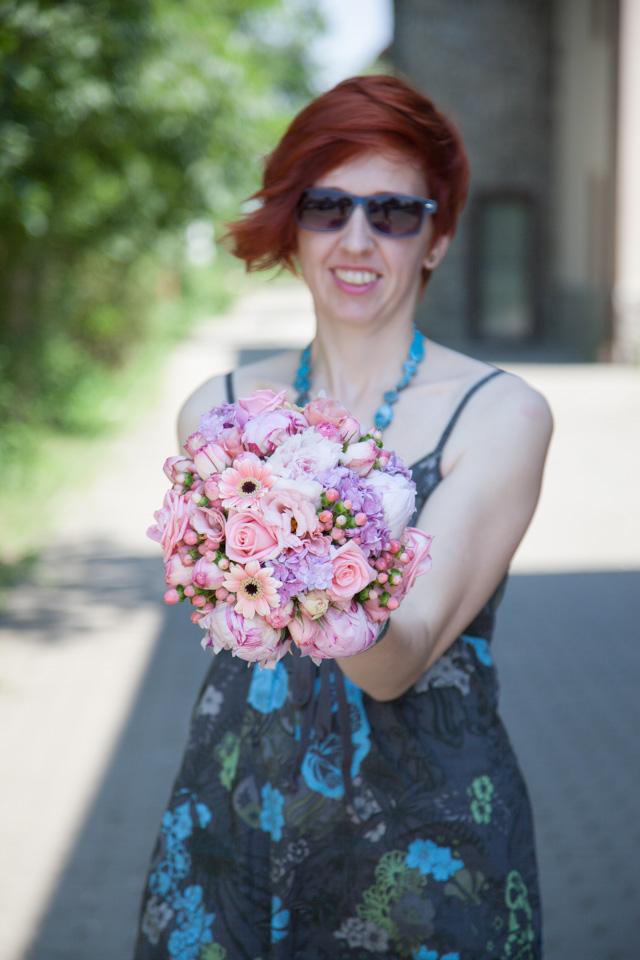 Poza, foto cu Flori de nunta buchet mireasa, bujori, hipericum, hortensia, lisianthus, rotund, roz, trandafiri in Arad, Timisoara, Oradea (wedding flowers, bouquets) nunta Arad, Timisoara, Oradea