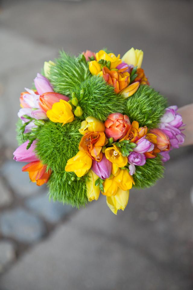 Poza, foto cu Flori de nunta buchet mireasa, frezii, green trick, lalele, multicolor, rotund, verde in Arad, Timisoara, Oradea (wedding flowers, bouquets) nunta Arad, Timisoara, Oradea