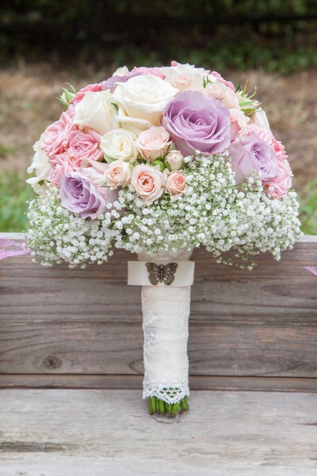 Poza, foto cu Flori de nunta alb, buchet mireasa, gipsofila, maner buchet, mini-rosa, mov, pastel, rotund, roz, trandafiri in Arad, Timisoara, Oradea (wedding flowers, bouquets) nunta Arad, Timisoara, Oradea