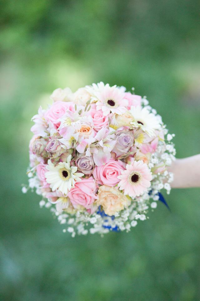 Poza, foto cu Flori de nunta alstroemeria, buchet nasa, gipsofila, mini-gerbera, pastel, rotund, trandafiri in Arad, Timisoara, Oradea (wedding flowers, bouquets) nunta Arad, Timisoara, Oradea