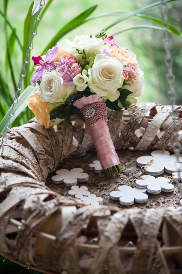 Poza, foto cu Flori de nunta buchet mireasa, frezii, mini-rosa, orhidee, pastel, phalaenopsis, piersica, rotund, trandafiri in Arad, Timisoara, Oradea (wedding flowers, bouquets) nunta Arad, Timisoara, Oradea