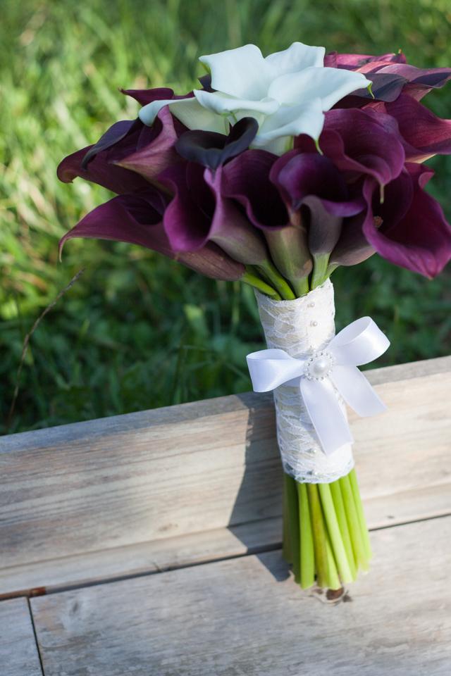 Poza, foto cu Flori de nunta buchet mireasa, calla, maner buchet, rotund, visiniu in Arad, Timisoara, Oradea (wedding flowers, bouquets) nunta Arad, Timisoara, Oradea