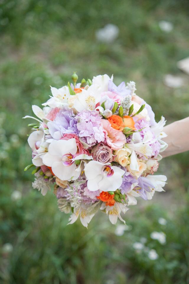 Poza, foto cu Flori de nunta alstroemeria, buchet mireasa, frezii, hortensia, lisianthus, multicolor, orhidee, pastel, rotund, trandafiri in Arad, Timisoara, Oradea (wedding flowers, bouquets) nunta Arad, Timisoara, Oradea