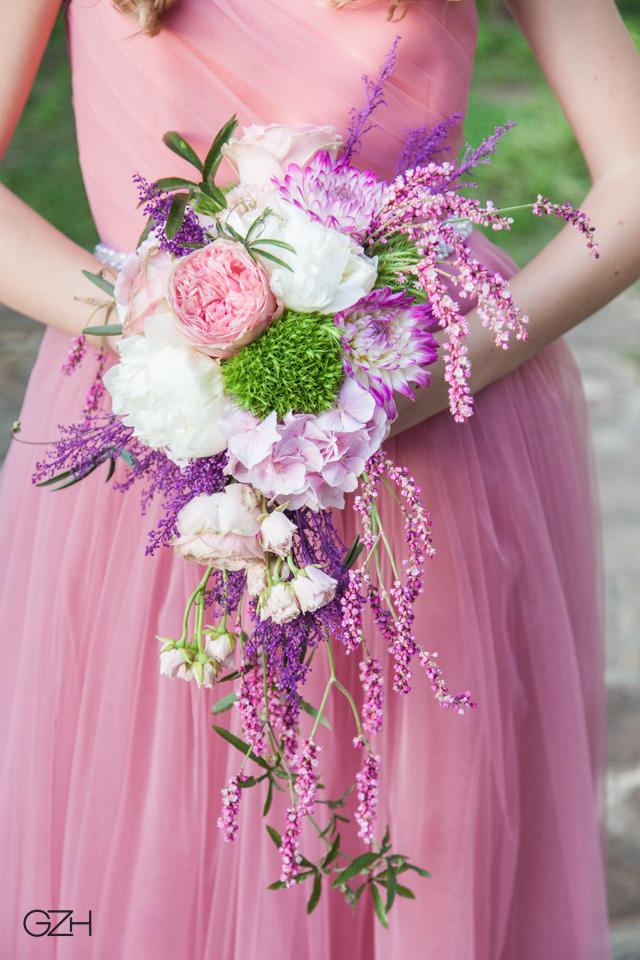 Poza, foto cu Flori de nunta buchet mireasa, bujori, curgator, dalia, trandafiri englezesti in Arad, Timisoara, Oradea (wedding flowers, bouquets) nunta Arad, Timisoara, Oradea