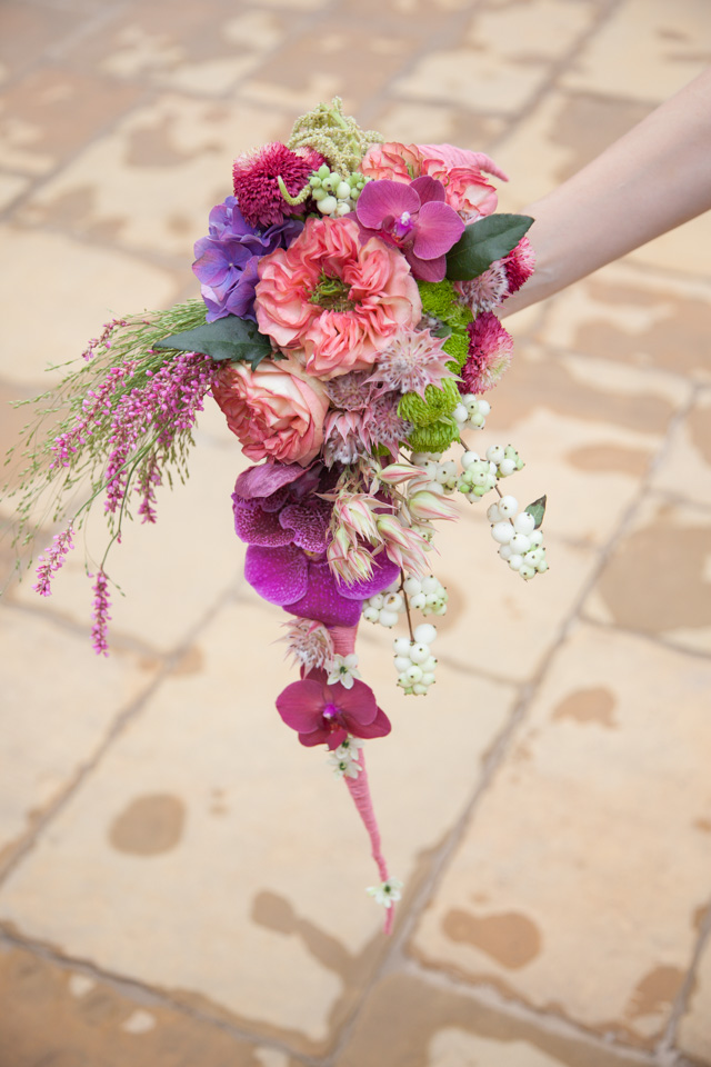 Poza, foto cu Flori de nunta buchet mireasa, curgator, hortensia, mov, orhidee, phalaenopsis, ticlam, trandafiri englezesti, vanda, visiniu in Arad, Timisoara, Oradea (wedding flowers, bouquets) nunta Arad, Timisoara, Oradea