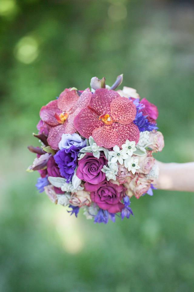 Poza, foto cu Flori de nunta buchet cununie, mov, orhidee, ornitogallum, rotund, ticlam, trandafiri, visiniu in Arad, Timisoara, Oradea (wedding flowers, bouquets) nunta Arad, Timisoara, Oradea