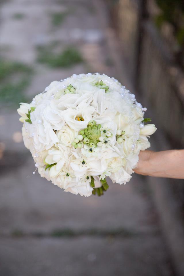 Poza, foto cu Flori de nunta buchet mireasa, frezii, lisianthus in Arad, Timisoara, Oradea (wedding flowers, bouquets) nunta Arad