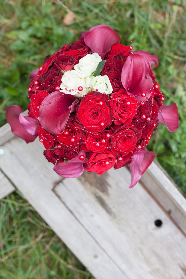 Poza, foto cu Flori de nunta buchet mireasa, calla, rosu, rotund, trandafiri, visiniu in Arad, Timisoara, Oradea (wedding flowers, bouquets) nunta Arad, Timisoara, Oradea