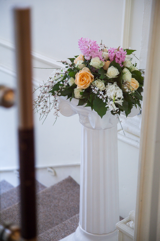 Poza, foto cu Flori de nunta decor sala, stalp ceramica, vila carol in Arad, Timisoara, Oradea (wedding flowers, bouquets) nunta Arad, Timisoara, Oradea