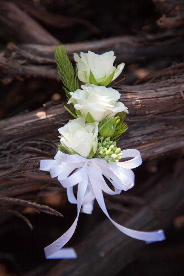 Poza, foto cu Flori de nunta alb, cocarda, mini-rosa in Arad, Timisoara, Oradea (wedding flowers, bouquets) nunta Arad, Timisoara, Oradea
