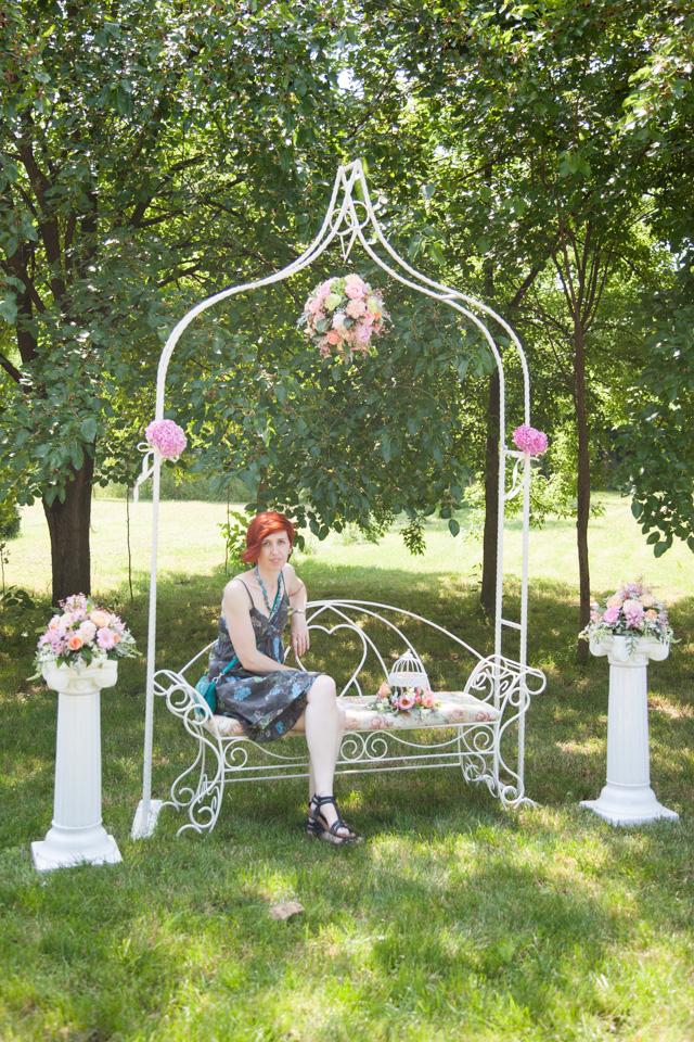 Poza, foto cu Flori de nunta arcada, banca, decor colt photo, glob, stalp ceramica in Arad, Timisoara, Oradea (wedding flowers, bouquets) nunta Arad, Timisoara, Oradea
