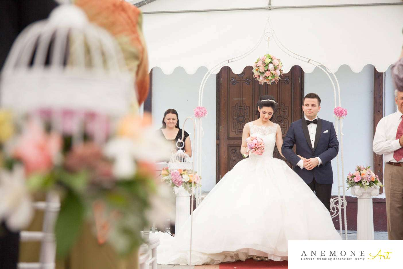 Poza, foto cu Flori de nunta arcada, decor biserica, stalp ceramica in Arad, Timisoara, Oradea (wedding flowers, bouquets) nunta Arad, Timisoara, Oradea