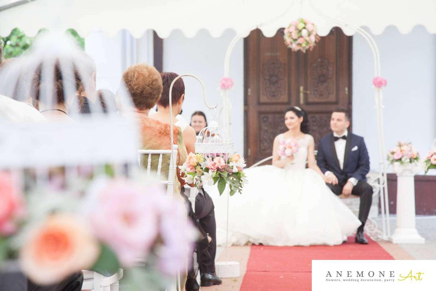 Poza, foto cu Flori de nunta colivie, decor biserica in Arad, Timisoara, Oradea (wedding flowers, bouquets) nunta Arad, Timisoara, Oradea