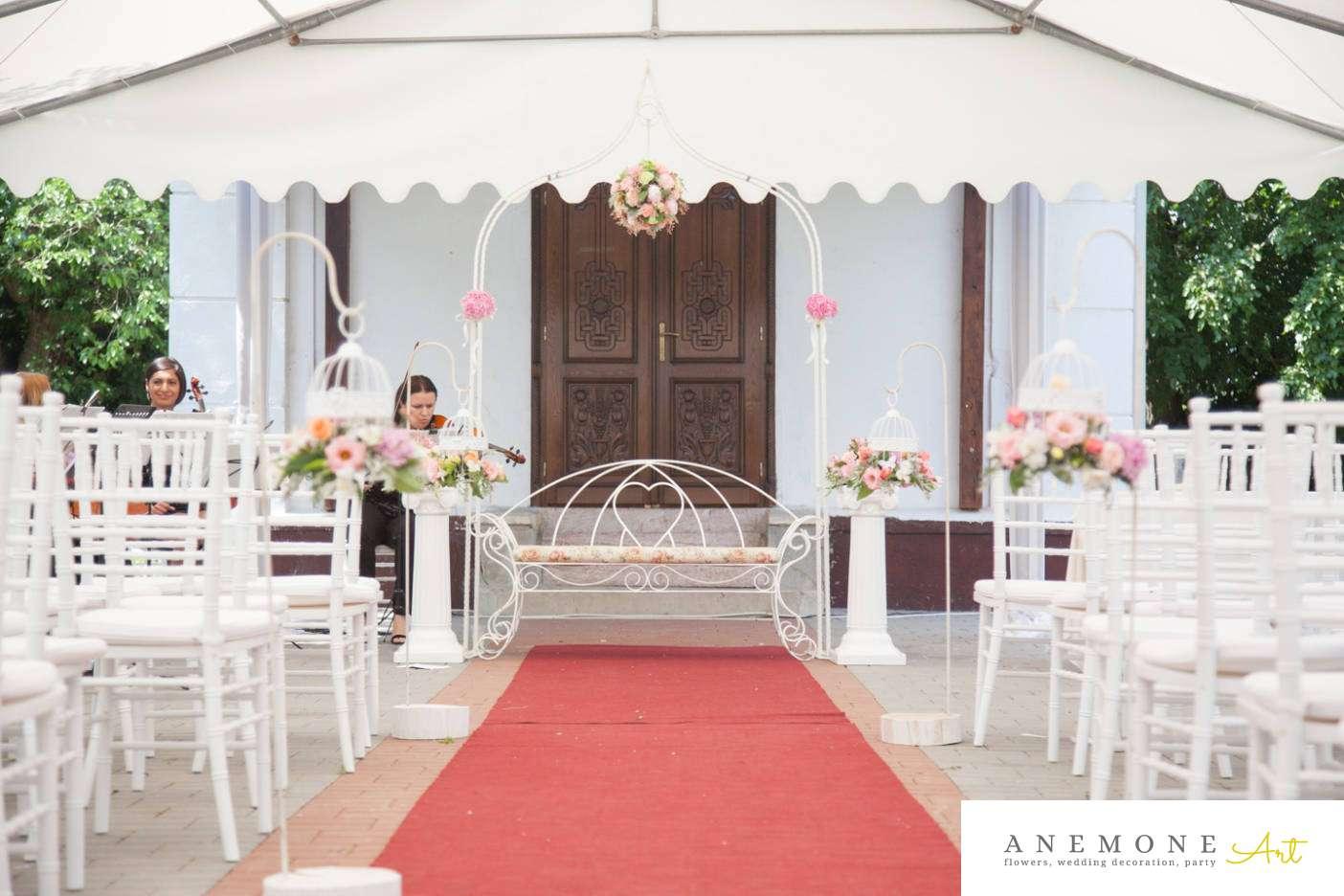 Poza, foto cu Flori de nunta arcada, colivie, decor biserica, stalp ceramica in Arad, Timisoara, Oradea (wedding flowers, bouquets) nunta Arad, Timisoara, Oradea