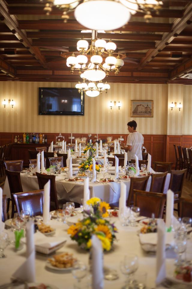 Poza, foto cu Flori de nunta decor masa, decor sala, floarea soarelui, lavanda in Arad, Timisoara, Oradea (wedding flowers, bouquets) nunta Arad, Timisoara, Oradea