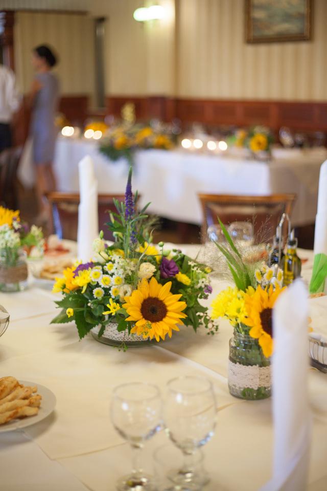 Poza, foto cu Flori de nunta decor masa, floarea soarelui, hotel coandi, lavanda, lumanare in Arad, Timisoara, Oradea (wedding flowers, bouquets) nunta Arad, Timisoara, Oradea