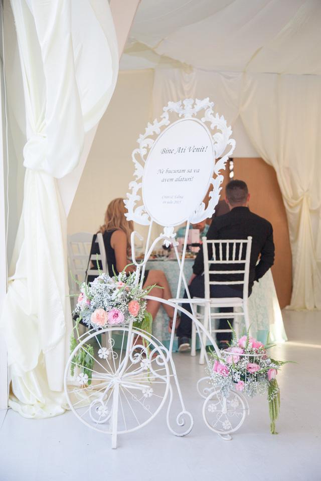 Poza, foto cu Flori de nunta bicicleta, decor sala, pensiunea leo, vintage in Arad, Timisoara, Oradea (wedding flowers, bouquets) nunta Arad, Timisoara, Oradea