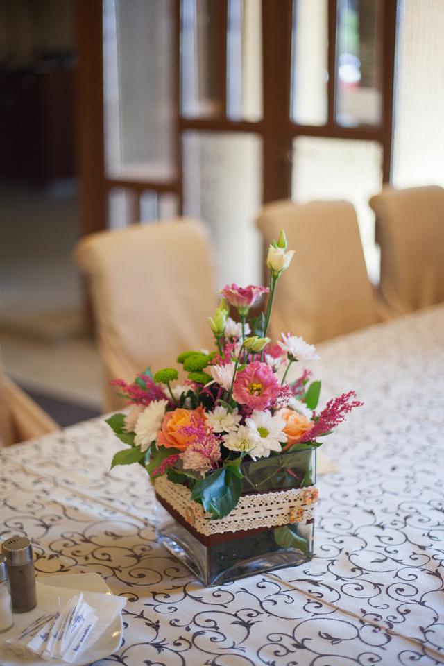 Poza, foto cu Flori de nunta decor masa, restaurant subcetate in Arad, Timisoara, Oradea (wedding flowers, bouquets) nunta Arad, Timisoara, Oradea