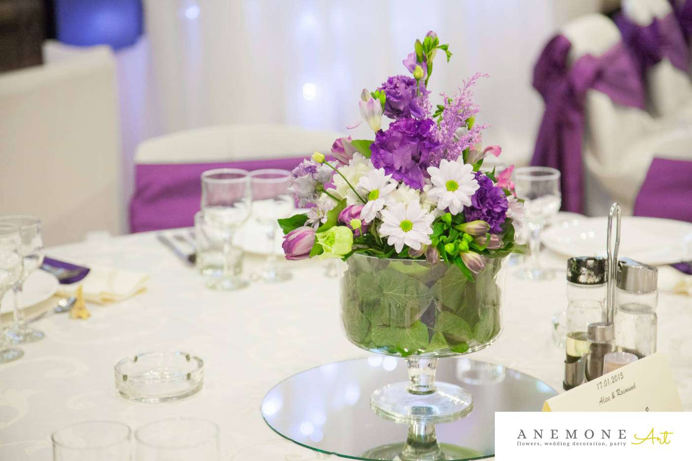 Poza, foto cu Flori de nunta alb, decor masa, hortensia, lalele, lisianthus, mov in Arad, Timisoara, Oradea (wedding flowers, bouquets) nunta Arad, Timisoara, Oradea