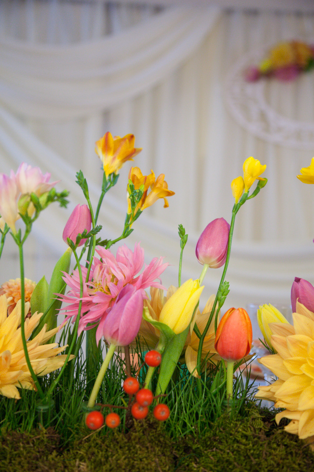 Poza, foto cu Flori de nunta casa jelen haz, frezii, lalele, prezidiu in Arad, Timisoara, Oradea (wedding flowers, bouquets) nunta Arad, Timisoara, Oradea