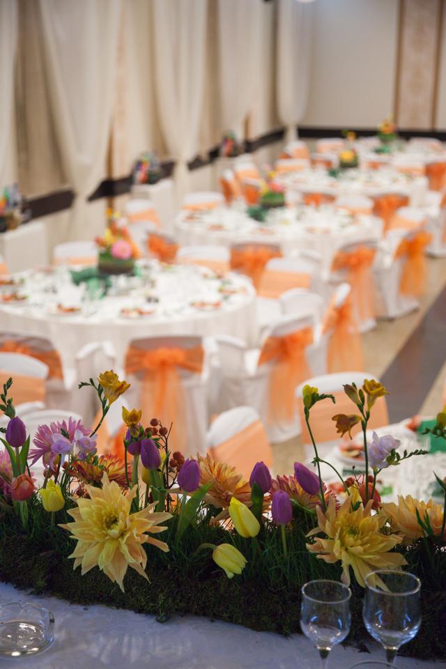 Poza, foto cu Flori de nunta casa jelen haz, dalia, frezii, iarba, lalele, multicolor, prezidiu in Arad, Timisoara, Oradea (wedding flowers, bouquets) nunta Arad, Timisoara, Oradea