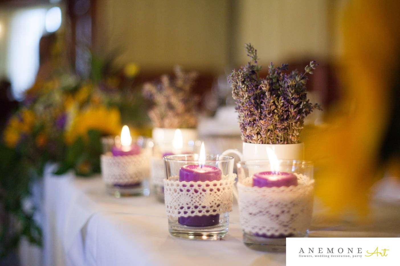 Poza, foto cu Flori de nunta detaliu, hotel coandi, lavanda, lumanare, prezidiu in Arad, Timisoara, Oradea (wedding flowers, bouquets) nunta Arad, Timisoara, Oradea