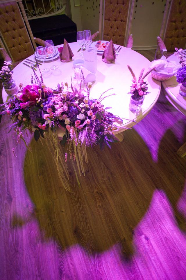 Poza, foto cu Flori de nunta decor sala, mov, prezidiu, ticlam, vila carol in Arad, Timisoara, Oradea (wedding flowers, bouquets) nunta Arad, Timisoara, Oradea