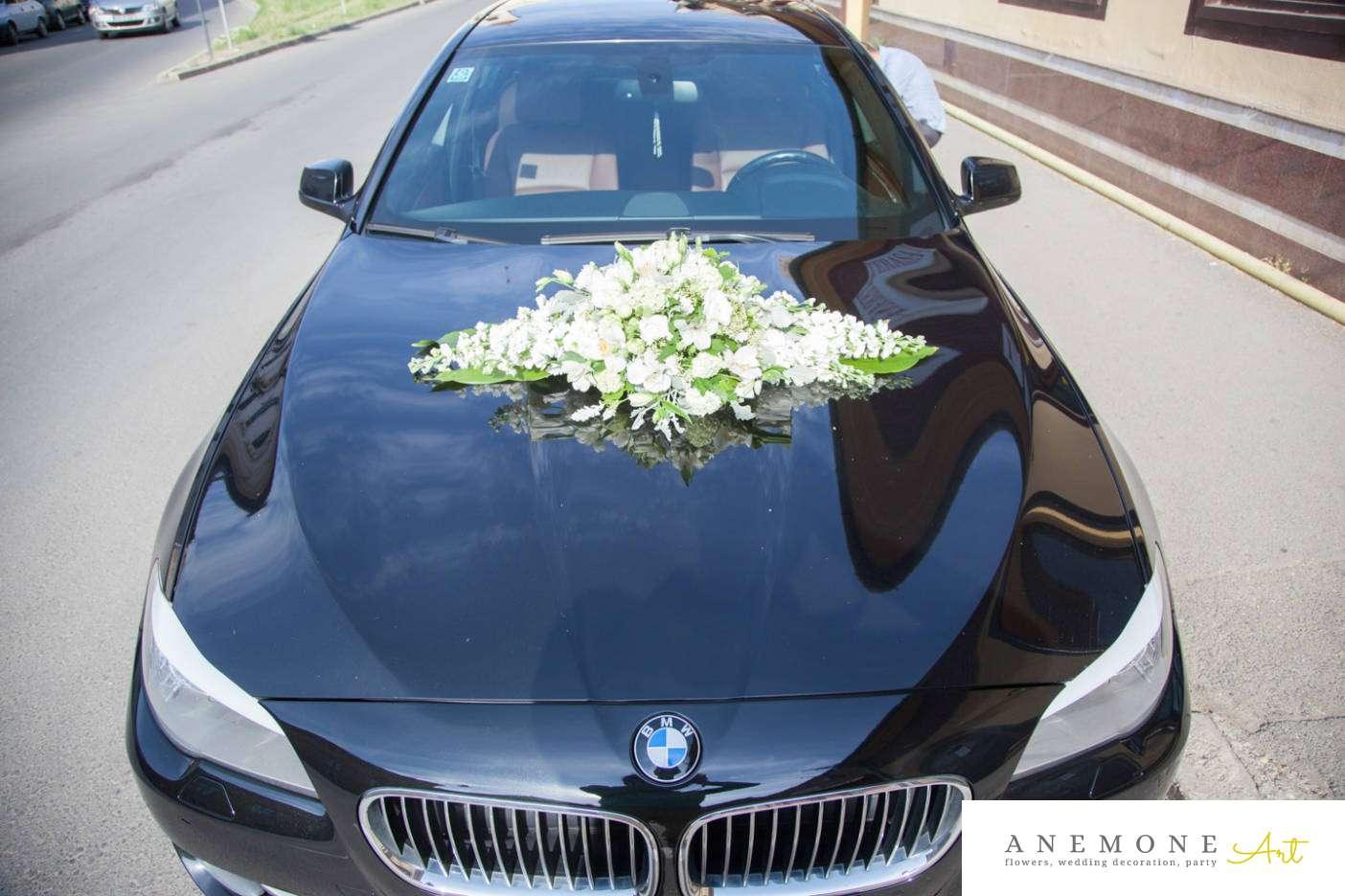 Poza, foto cu Flori de nunta alb, decor masina in Arad, Timisoara, Oradea (wedding flowers, bouquets) nunta Arad, Timisoara, Oradea