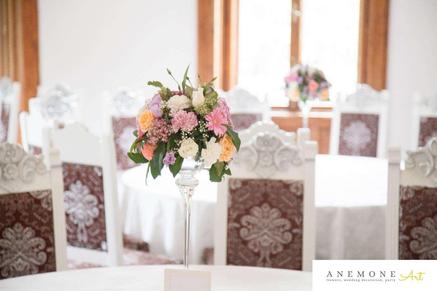 Poza, foto cu Flori de nunta alb, castel domeniul lupas, decor masa, pastel, piersica, roz in Arad, Timisoara, Oradea (wedding flowers, bouquets) nunta Arad, Timisoara, Oradea