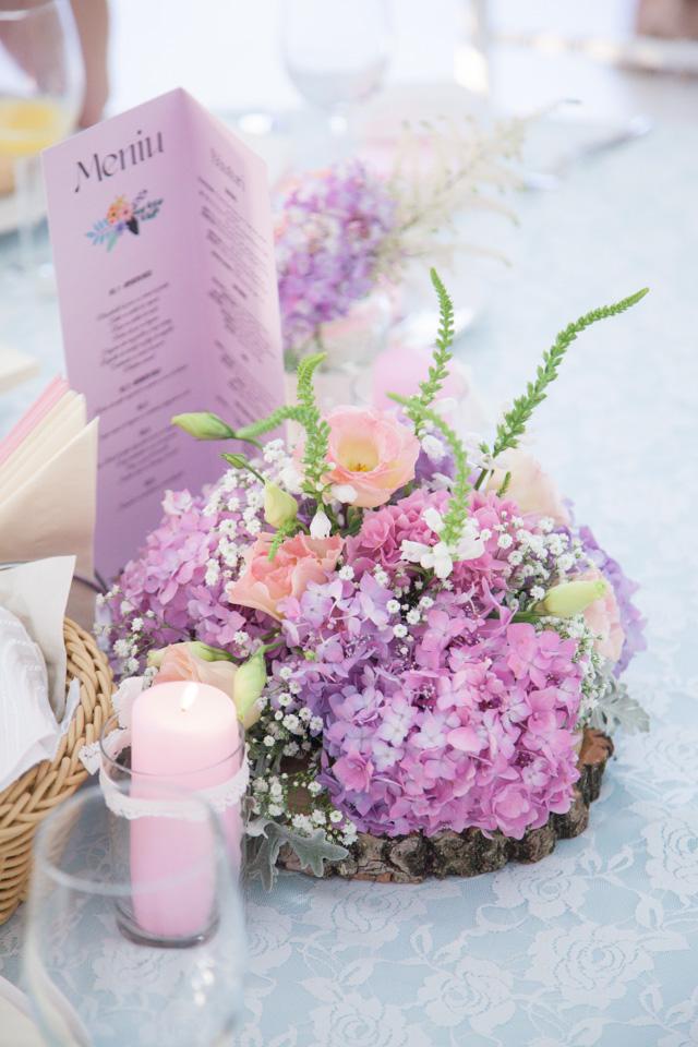 Poza, foto cu Flori de nunta borcane, decor masa, hortensia, lemn, pensiunea leo, vintage in Arad, Timisoara, Oradea (wedding flowers, bouquets) nunta Arad, Timisoara, Oradea