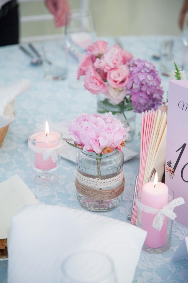 Poza, foto cu Flori de nunta decor masa, hortensia, lemn, pensiunea leo in Arad, Timisoara, Oradea (wedding flowers, bouquets) nunta Arad, Timisoara, Oradea