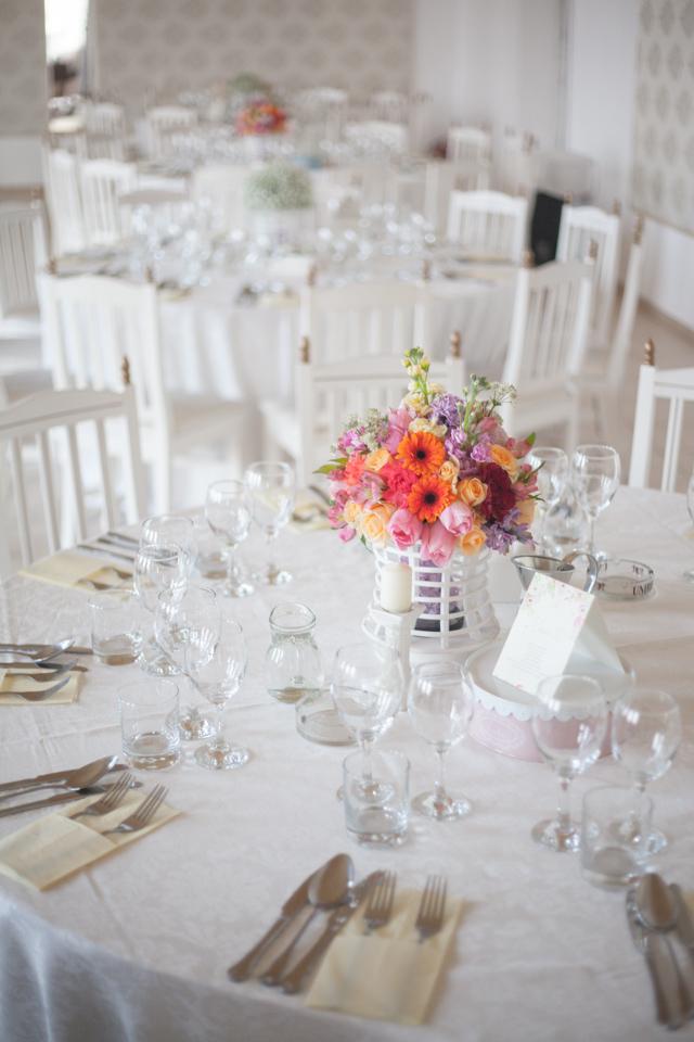 Poza, foto cu Flori de nunta decor masa, milenium garden, mov, multicolor, piersica, roz in Arad, Timisoara, Oradea (wedding flowers, bouquets) nunta Arad, Timisoara, Oradea