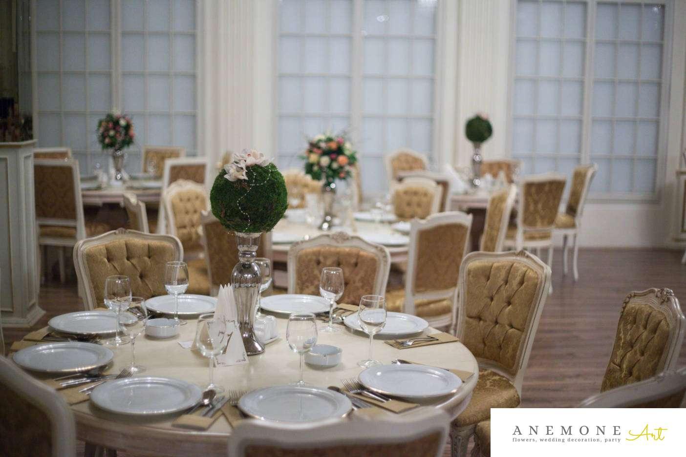 Poza, foto cu Flori de nunta decor masa, decor sala, glob, muschi, orhidee, vila carol in Arad, Timisoara, Oradea (wedding flowers, bouquets) nunta Arad, Timisoara, Oradea