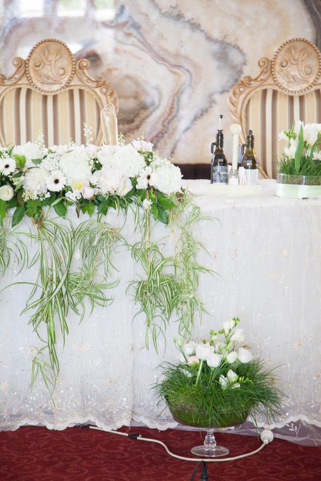 Poza, foto cu Flori de nunta alb, prezidiu, verde in Arad, Timisoara, Oradea (wedding flowers, bouquets) nunta Arad, Timisoara, Oradea